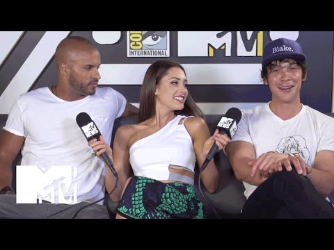 'The 100' Cast on Staying Sex Positive In the Post-Apocalypse | Comic-Con 2015