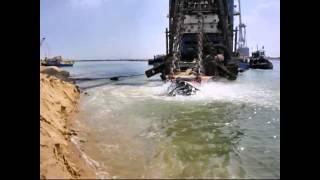 قناة السويس الجديدة: أول فيديو لسحب وطرد الرمال فى تكريك القناة
