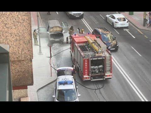 Arde un coche en pleno centro de Ourense