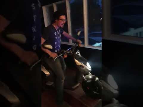 Scooter Dans Maison