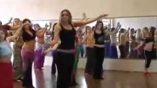 رقص جامد  في صالة رياضيه