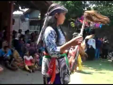 Indonesian Javanese cultural art of dance jaran kepang wahyu putro budoyo sendang part 2