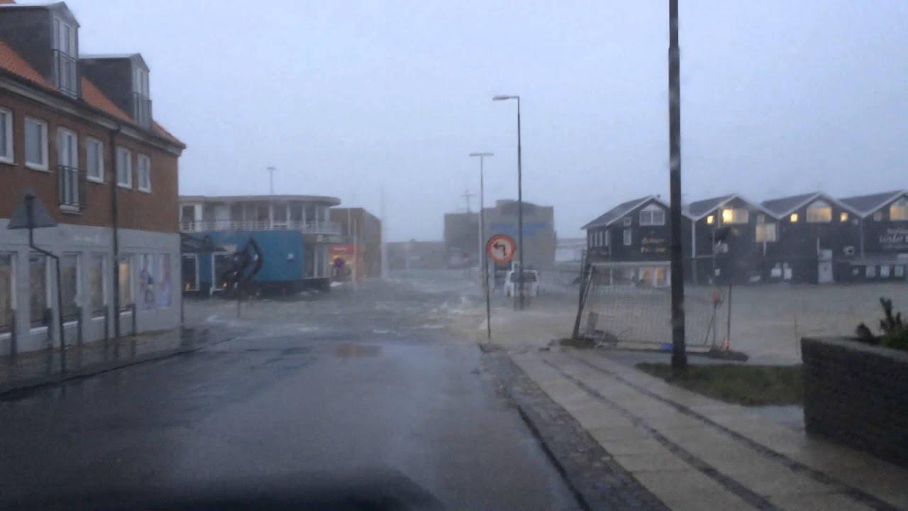 Storm Hvide Sande - YouTube