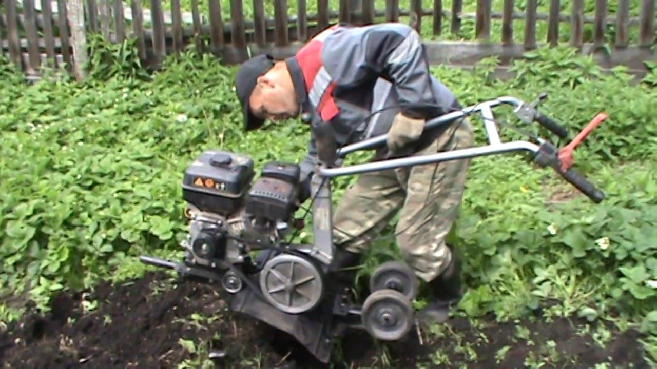 Мотоблок в деле ...зять соседке роет огород.