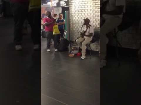 Excellent African melody from Paris train station