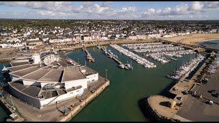 Commune de la Turballe (44) vue du ciel - le port - Pen Bron - les marais salants - les villages
