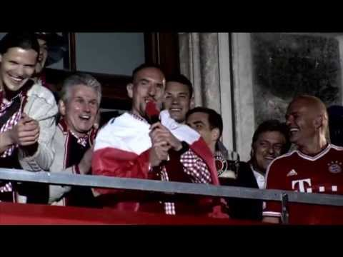 Frank Ribery singing with fans