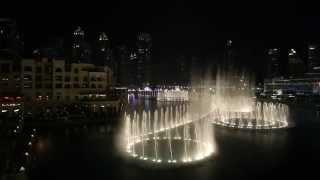 Танцующие фонтаны в Дубае (ОАЭ)(Музыкальный фонтан в Дубае (Объединенные Арабские Эмираты) расположен рядом с небоскребом