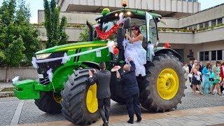 John Deere traktorral érkezett az esküvőre a menyasszony Szombathelyen
