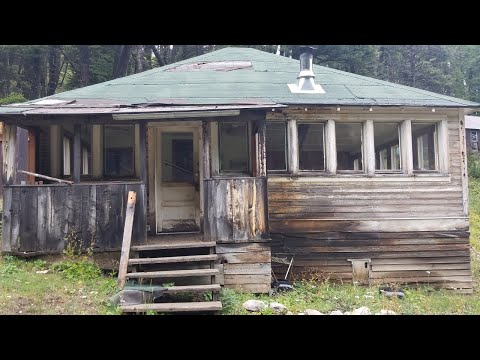 ABANDONED GOLD MINE GHOST TOWN - MONTANA
