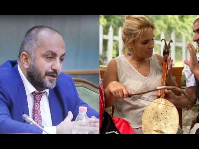 """""""Vilën në Lalëz e di gjithë Shqipëria që e kam, aty vijnë bëjnë dhe foto"""", Romeo Kara i jep..."""