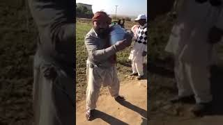 Pakistani Street Talent | Tenu Pyar Ho Gaya Menu Sayin Kendia | Pakistani Local Singer Talent