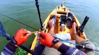 Риболов на костур със силиконови примамки от каяк с УЛ въдица Favor...