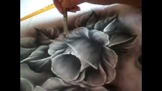 Como pintar uma rosa preta