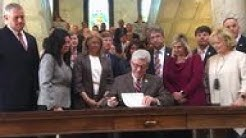 Mississippi Gov. signs 'heartbeat' abortion law