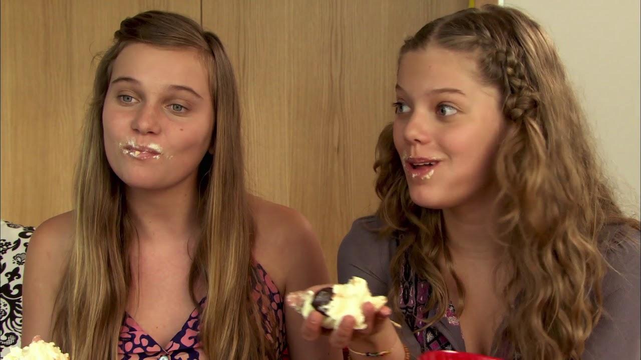 jonge meisjes die grote lullen