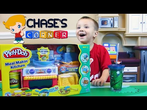 Chase's Corner: Playdoh Meal Makin' Kitchen and Unboxing Fun w Dad