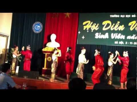 Múa gáo dừa - Khơ Me - Tân sinh viên khoa Trắc Địa K57 ĐH Mỏ Địa Chất