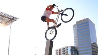 Video Awesome Cycling - Downhill MTB, Street Trials & BMX Tricks download MP3, 3GP, MP4, WEBM, AVI, FLV September 2018