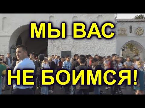 """""""Путин - ВОР"""" в казанском кремле возле президентского дворца."""