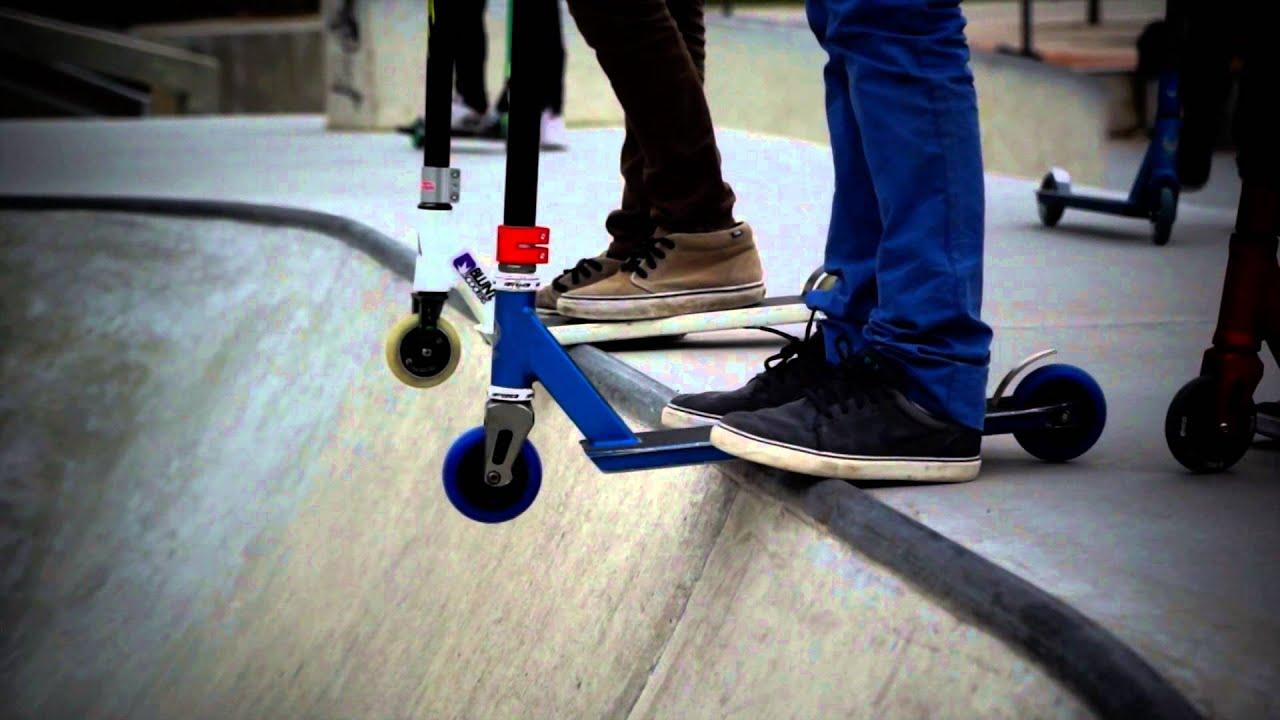 Trotinette freestyle skatepark - YouTube