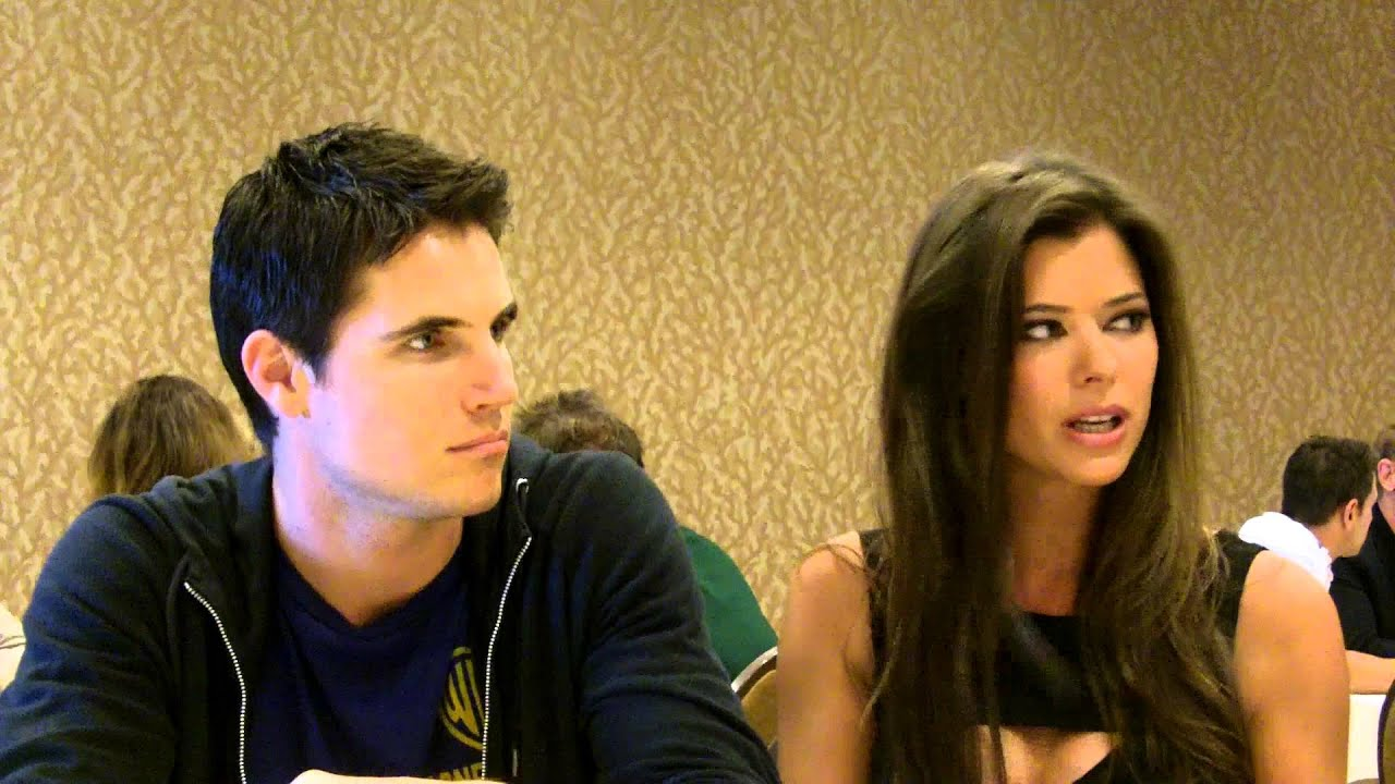 sdcc 2013 the tomorrow people robbie amell peyton list