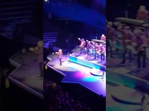 Neil Diamond - Sweet Caroline - 50th Anniversary Tour -  United Center Chicago IL 05282017 Sunday