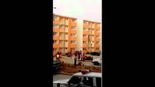 Insólito: trepan apartamentos en Ocumare del Tuy para invadirlos. Así quedó registrado en video