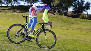 Peter Sagan (Tinkoff-Saxo) and Vittorio Brumotti playing golf on the bike