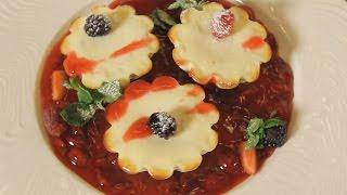 Твороженная запеканка с грушей и вишневым соусом. Рецепт от шеф-повара.