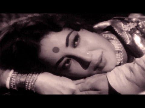 Meena Kumari Superhit Song न जाओ सैयाँ, छुड़ा के बैयाँ - Geeta Dutt Movie - Sahib Bibi Aur Ghulam