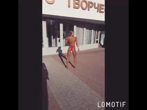 Фитнес девушки на улице Ростова