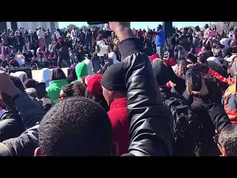 ايمن ماو يلهب السودانيين ٢٣ مارس ٢٠١٩ باغنية ثورة ...تسقط بس