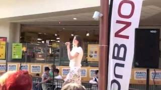 Sara Johanne synger