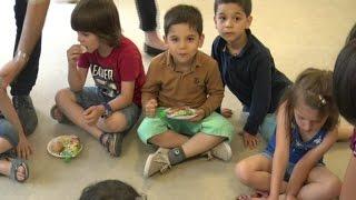 طلاب جامعيون في فرنسا يتطوعون لإسعاد أطفال سوريا