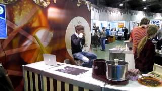 Море 3d-принтеров и печать шоколадом!(Небольшой сюжет с выставки 3d Print Expo в Москве от Робоновостей!, 2014-02-16T22:01:58.000Z)