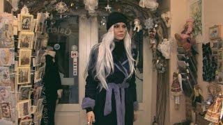 Джулия Ванг в магазине кукол (г. Рига)