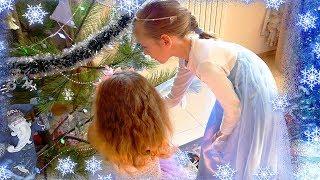 Покупки к новому году / Ставим елку / Принцесса Эльза (Elza / Frozen), Балерина и Фея наряжают елку