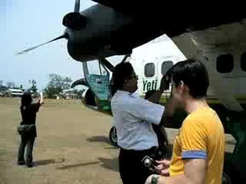 เครื่องลงจอดที่สนามบิน Meghauli