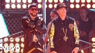 Repeat youtube video Yandel - Moviendo Caderas (En Vivo) ft. Daddy Yankee