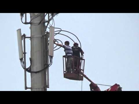 Repair Mobile Phone Base Stations High in The Sky 4.高空中維修手機基地台