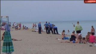 ШОКИРУЮЩЕЕ ВИДЕО!!! труп на пляже пролежал 5 часов(В голове не укладывающееся поведение властей. В 16:30 было сообщено отдыхающими в милицию о трупе на пляже!!!..., 2013-07-06T20:24:12.000Z)