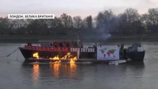 В Лондоні спалили артефакти Sex Pistols вартістю 6 мільйон...