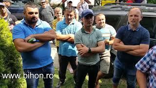 http://www.bihon.ro/scandal-la-toboliu-localnicii-le-cer-cautatorilor-de-gaze-sa-plece/2050154