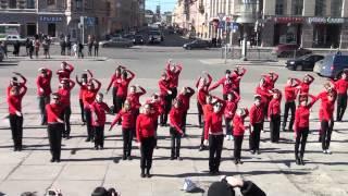 Mylene Farmer  - Du Temps Flashmob in St. Petersburg 1 may 2012(1 мая в Санкт Петербурге прошел первый массовый флешмоб в России на песню Милен Фармер -- Du Temps. Это акция..., 2012-05-03T18:53:40.000Z)