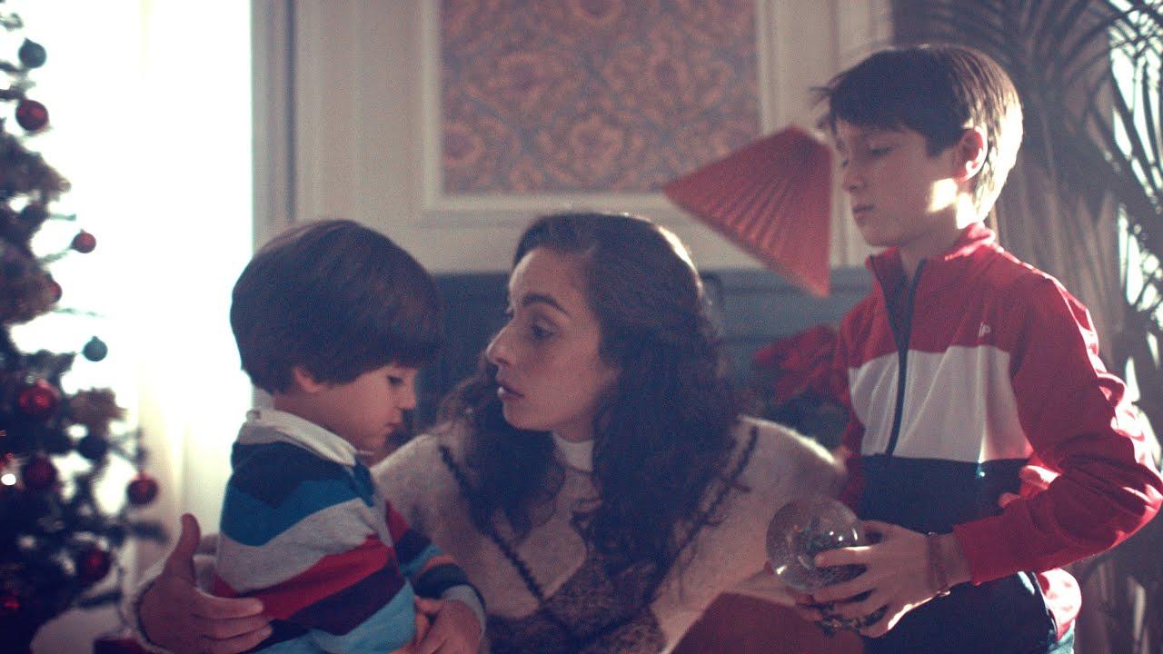 """Божиќна реклама која ќе им ги """"отвори очите"""" на сите кои се скарани со своите браќа и сестри"""