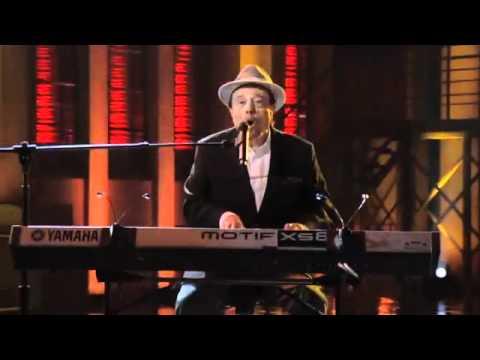 Sergio Mendes performs Mas Que Nada w Michael Bearden & The Ese Vatos