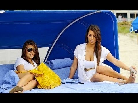 The Unseen Pics of Kim Kardashian & Kourtney Kardashian in Beach
