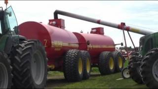 Massive Liquid Manure Spreader in Action with Injector