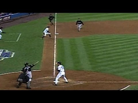 2003 WS Gm1: Pudge picks off Johnson at third